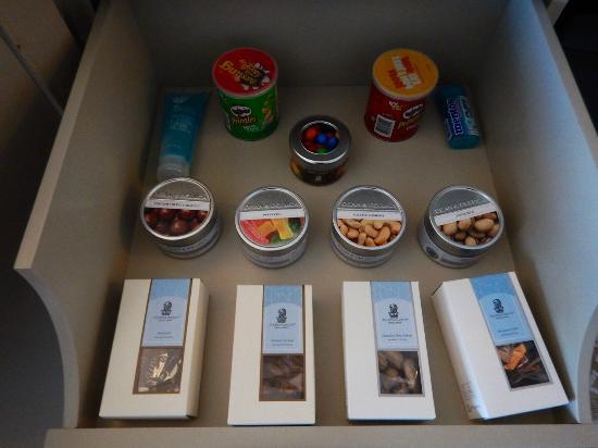 The Ritz-Carlton, Grand Cayman: mini bar those nut tins are $15 each!!