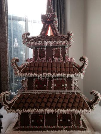 Mandarin Oriental, Atlanta: Gingerbread house in the lobby