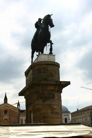 Monumento a Gattamelata : monumento gattamelata