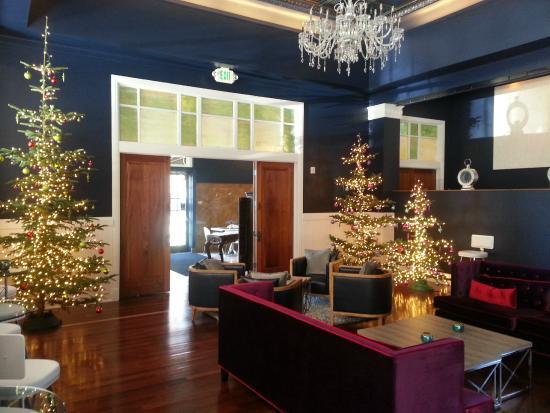 Kimi S Chop Oyster House Lobby Holiday Decor
