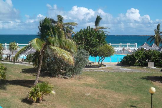 Hotel Mont Vernon: View of Pool and Ocean from Room