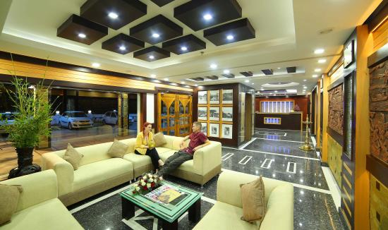 Elysium Garden Hill Resorts: Lobby & Reception