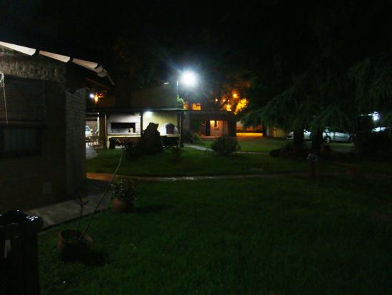 La Posada de los Sueños: Foto nocturna del parque