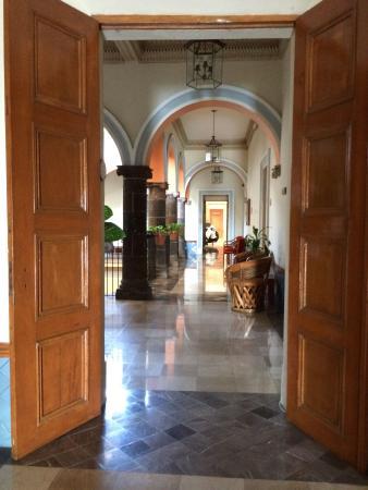 Best Western Hotel Ceballos: Inner view of courtyard