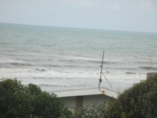 Helen's Waikanae Beach B&B / Homestay: Even on a grey day the view is special.