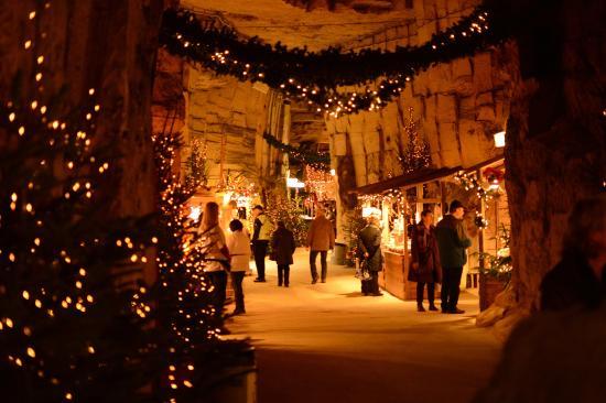 Kerstmarkt In Gemeentegrot Valkenburg Foto Van Cauberg Cavern