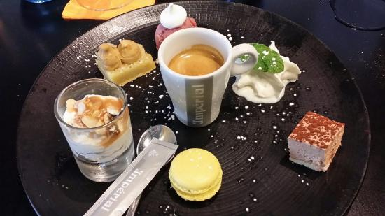 LE CARRE BLANC : Cafe gourmand