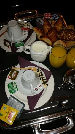 Crowne Plaza Lille : Room service breakfast