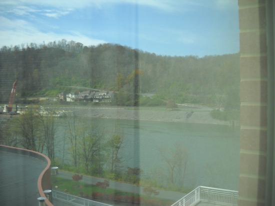 Morgantown Marriott at Waterfront Place: River-view room