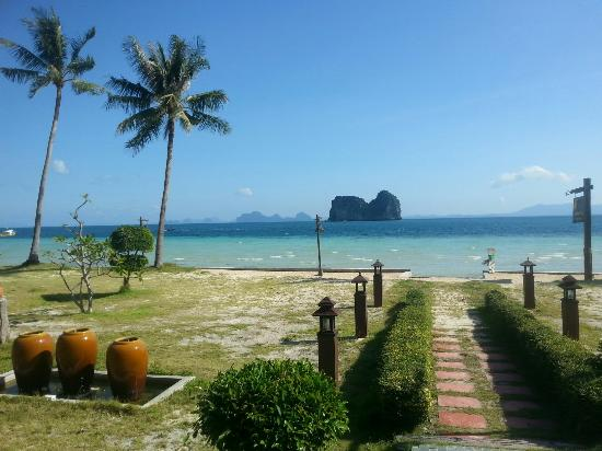 Koh Ngai Thanya Beach Resort: The view