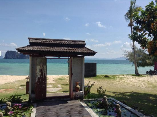 Koh Ngai Thanya Beach Resort: The gateway