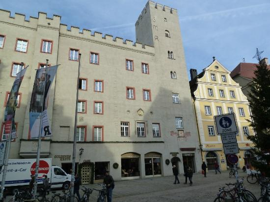 "Haidplatz: Heritage building with ""San Gimignano"" tower"