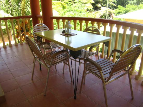 La Villa Therese Holiday Apartments: Lovely outside dining in the balcony