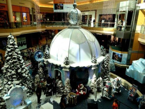International Plaza and Bay Street: Скоро Рождество