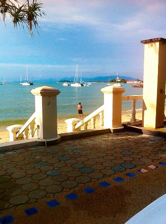 Samui Mermaid Resort: 'samui dolphin' reception side very nice most days