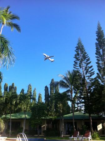 Samui Mermaid Resort: Really cool to see low flying planes 6am-10pm. Amazing when floating in pool watching one go ove