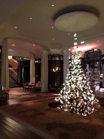 Le Royal Monceau-Raffles Paris: the hanging tree