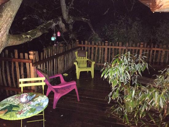 Le Gîte à JT : La terrasse de la cabane Eugénie