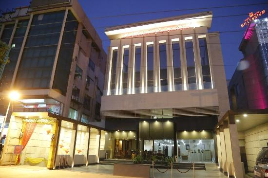 Mahalakshmi Palace Hotel : Front View