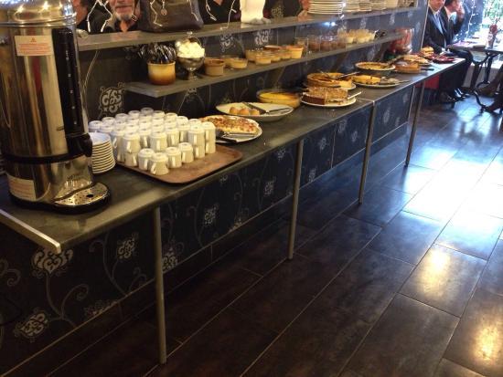 Buffet de dessert et caf volont maison photo de for Maison du luxembourg restaurant
