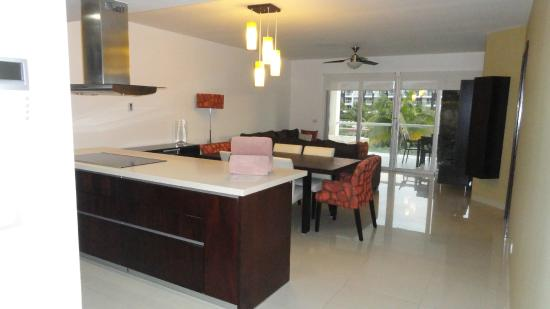 Pure Mareazul : Kitchen & sitting area