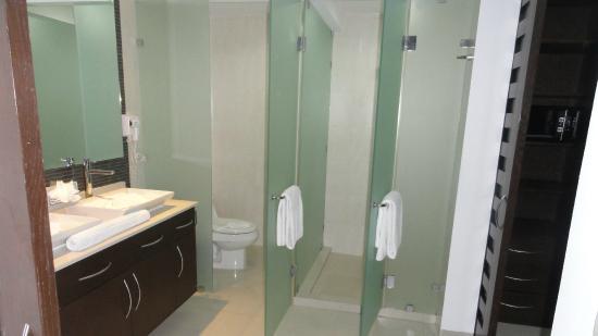 Pure Mareazul: Master bathroom