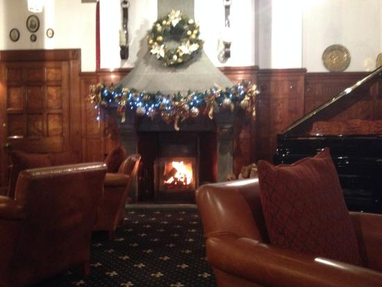 Bron Eifion Country House Hotel: Chestnuts roasting ...........