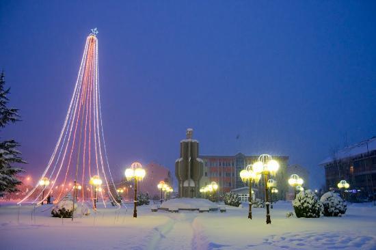 Ugljevik, Βοσνία - Ερζεγοβίνη: Town square under snow