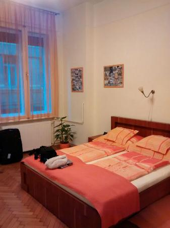 Paprika Apartments In City Center: Bed and window