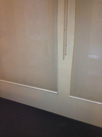 City Express Suites Toluca: Curtains dirty, needs to replace