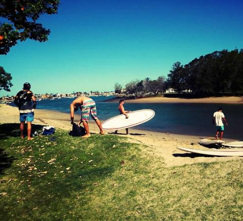 Mooloolaba Beach Backpackers: Free Paddle board lessons behind the Backpackers
