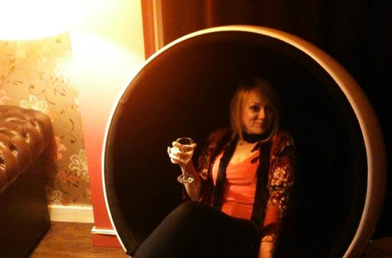 Broadway Cinema/Cafe Bar, Nottingham: We loved the bubble chair