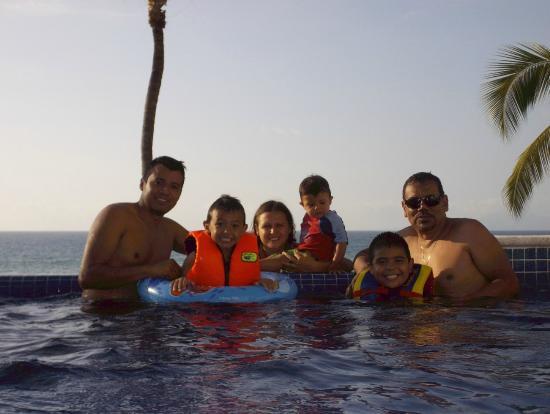 Playa Conchas Chinas Hotel: alberca con vista al mar