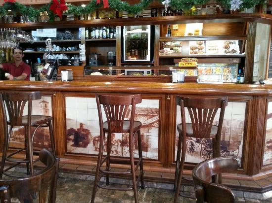 Restaurante cafe central av condes de san isidro 9 en - Cocinas fuengirola ...