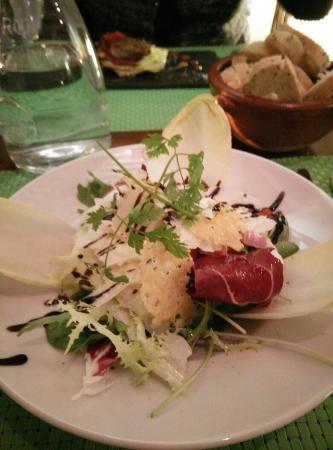 Auberge de Lagnes : Salade de roquette et parmesan, un Regal de fraicheur et de saveur !