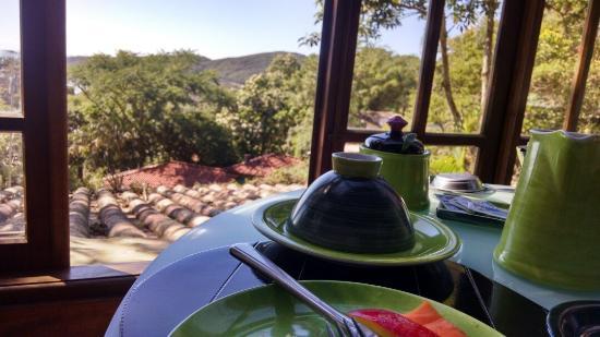 Morada dos Bougainvilles: Café da manhã com vista