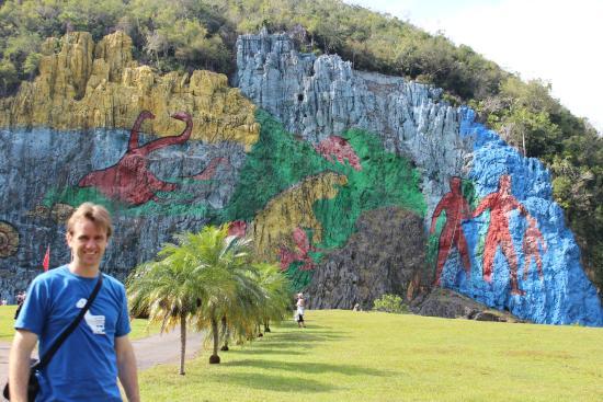 O famoso mural picture of mural de la prehistoria for Mural de la prehistoria