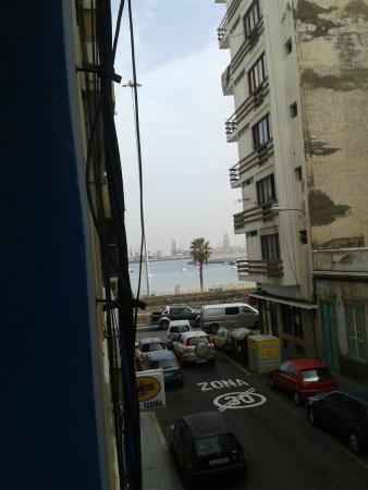 Hostal Alcaravaneras : vistas a la izq. carretera y playa