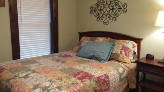 Blanco County Inn: Double Queen Room