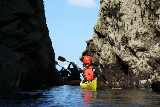 Port Gaverne, UK: Kayaking Cornish Rock Tors Ltd