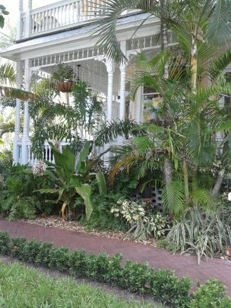 Southernmost Point Guest House : Porches