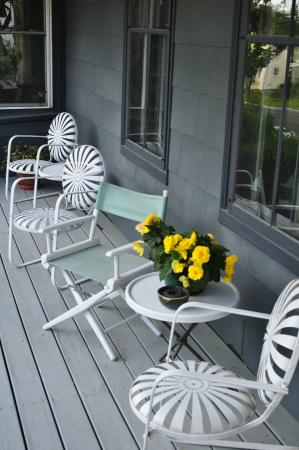 Penury Hall Bed & Breakfast: Come Relax on the Porch