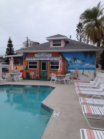 East Shore Resort : Pool mural