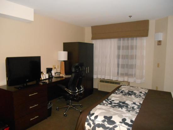 Sleep Inn: extremely comfortable desk chair. Spacious room