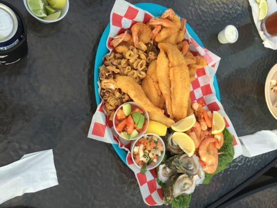 Palm Street Pier Restaurant and Bar: Seafood sampler