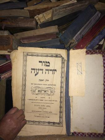 Синагога Гумбаз: Books in Hebrew. More than 100 years old. Printed in Warsaw.