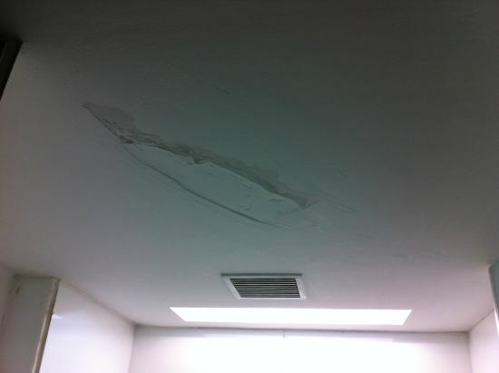 Starottel Ahmedabad: Ceiling Require Repair
