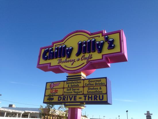 Chilly Jilly'z Bakery & Cafe : front sign