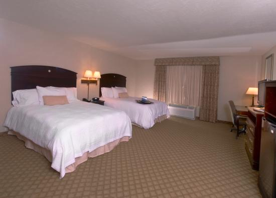 Hampton Inn & Suites Farmington: 2 Queen Standard Bedroom