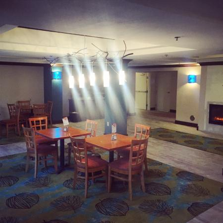Holiday Inn Express Hotel & Suites Fresno (River Park) Hwy 41: New breakfast room